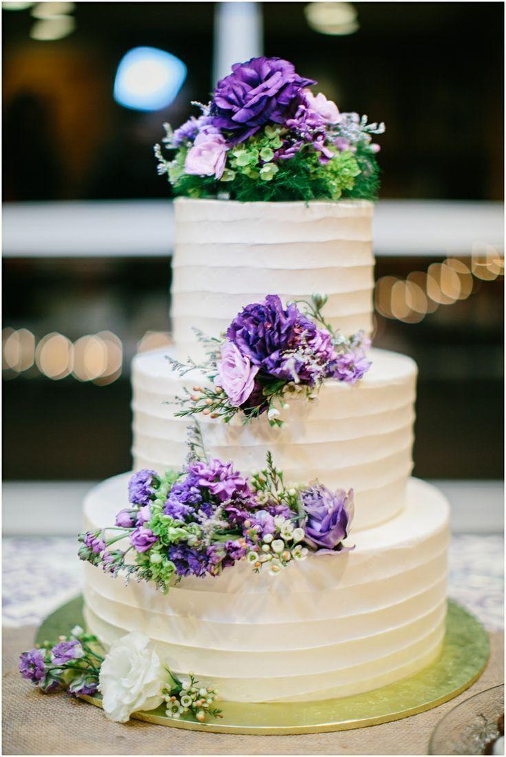 ケーキ入刀がもったいない!たっぷりのお花でデコレーションした可愛すぎるウェディングケーキまとめ*にて紹介している画像