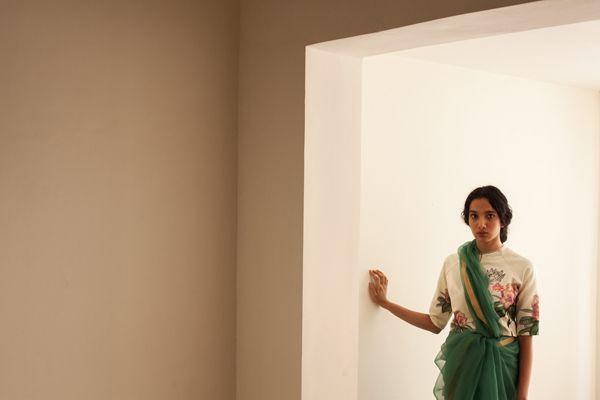 Narita sari , Guldasta blouse