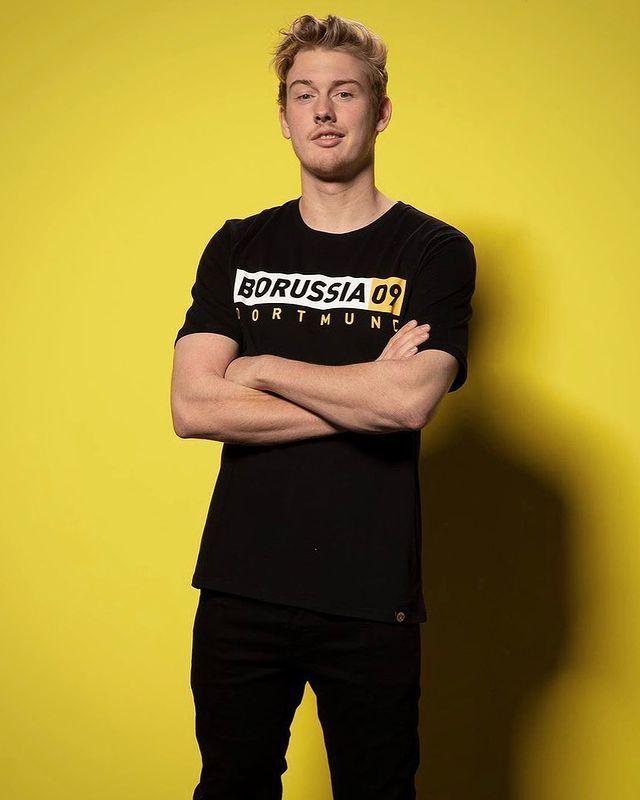 Julian Brandt Fan Page En Instagram Julianbrandt For Bvb Shop Part 2 In 2021 Borussia 09 Nationalmannschaft Fussball