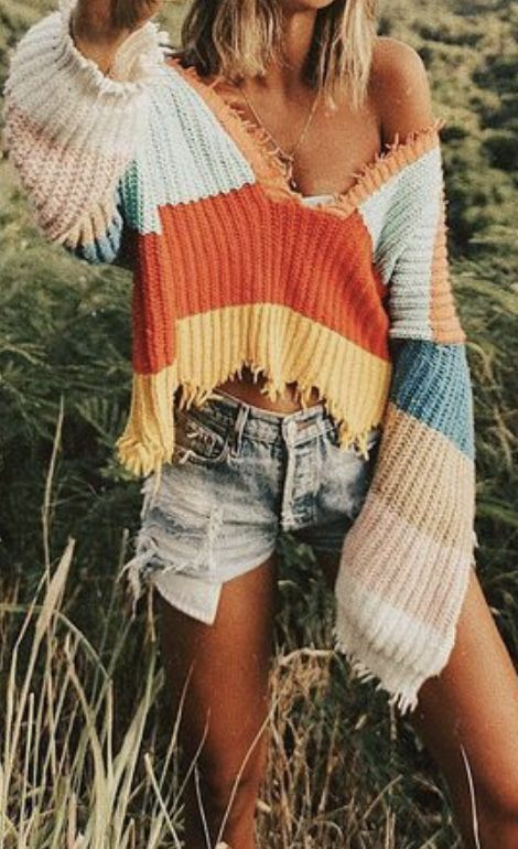 #freepeople sweater + distressed jean shorts | best outfits for the beach