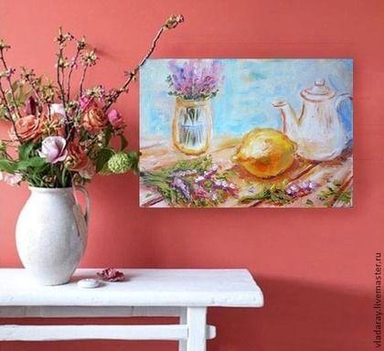 Купить или заказать картина 'Прованские мотивы. Лимон, лаванда, кофейник' в интернет-магазине на Ярмарке Мастеров. Картина 'Прованские мотивы. Лимон, лаванда, кофейник' написана яркими сочными красками. Нежные цветы лаванды оттеняют сочный желтый лимон. Голубая, скорее бирюзовая стена служит идеальным фоном для оранжевого деревянного стола. Доставка бесплатна. Дополнительная услуга: быстрое оформление картин в рамы, избавляющая вас от хлопот по поиску багетной мастерской и потери времени.