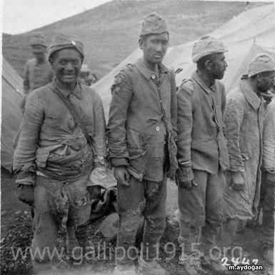 ✿ ❤ Çanakkale, Gelibolu  savaşında askerlerimiz :(
