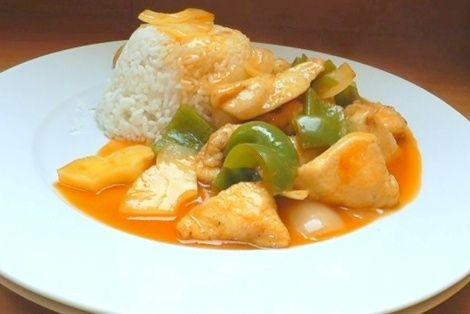 Kurczak Słodko Kwaśny to od dawna znana i bardzo smaczna chińska potrawa. Idealne połączenie smaku słodkiego oraz kwaśnego