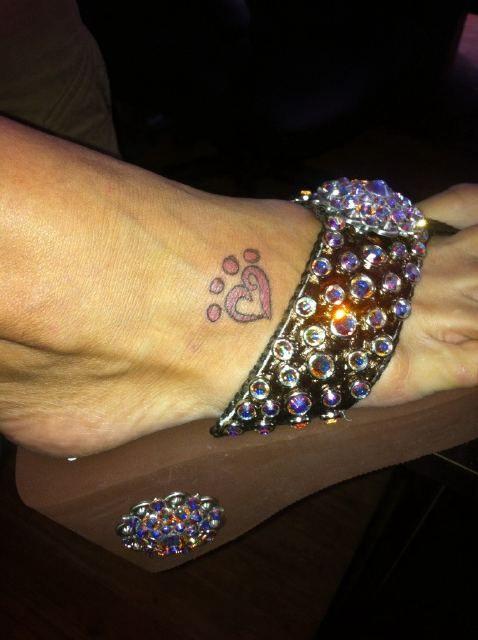 Love miranda lambert 39 s new tattoo puppy love my style for Miranda lambert tattoo on arm