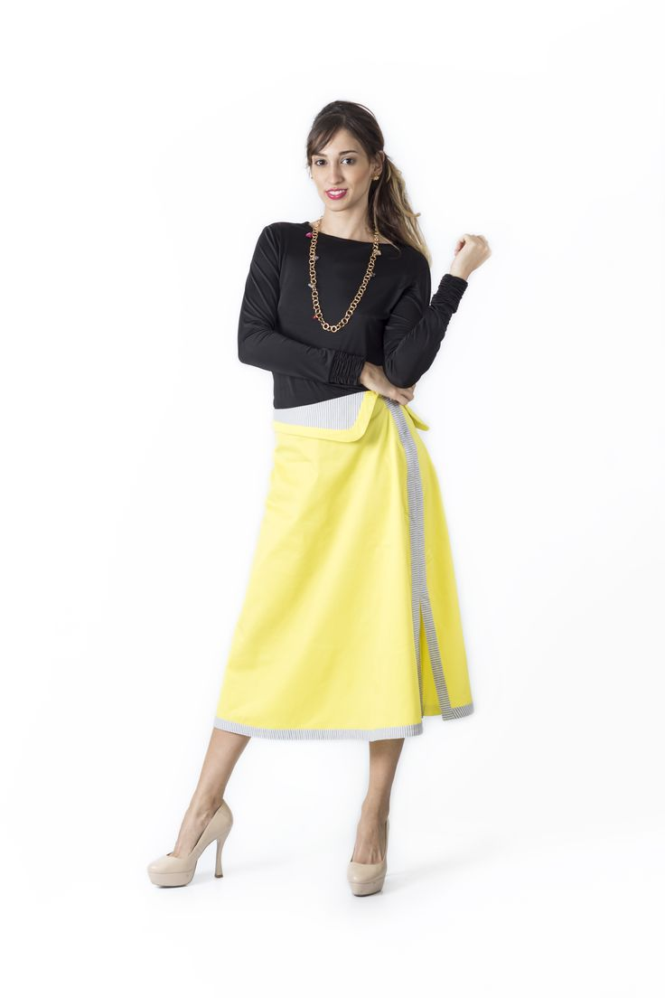 Bosque Paraíso Collection REF: BLOUSE 11501, SKIRT FA0004 SIZE: XS-1W Material blouse: Polyester/spandex 97/3.Material skirt: Drill- Cotton/100 Colors Blouse: Black, white, red, green jade Colors Skirt: black, yellow, emerald green, red.