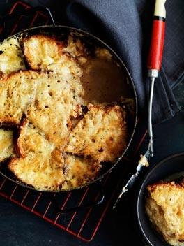 Cheese and bread soup (zuppa di formaggi)    http://gourmettraveller.com.au