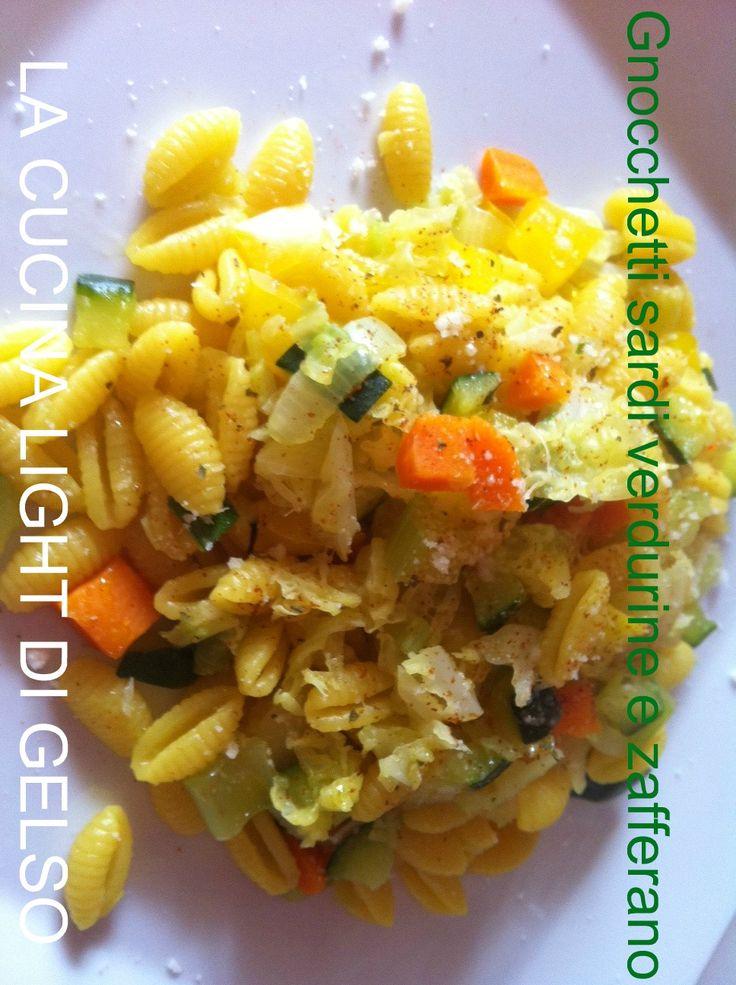 INGREDIENTI PER DUE: 200 gr di gnocchetti sardi 1 cipolla piccola 1/2 peperone giallo 1/4 di verza piccola 1 carota 1 zucchina 1 costa di sedano olio e.v.