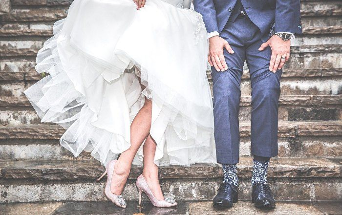 UK Couple Face Legal Action From Greeks Over Shocking Wedding Photo - Sputnik International