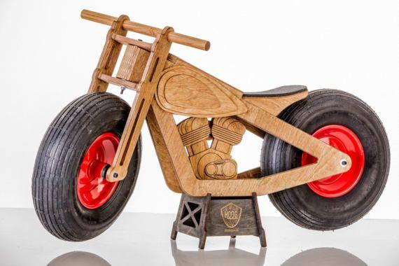 Alle Mädchen suchen Sie, wenn Sie mit Hoog Laufrad vor dem Kindergarten zu fahren. Dies ist der Gewinner-Bike! Breit gepumpte Reifen glatt Rollen auf weichem Untergrund gewährleisten, sei es Hochsommer Gras oder ein Herbst-regnerischen Schlamm! NB! Wir empfehlen, um Sicherheitsausrüstung