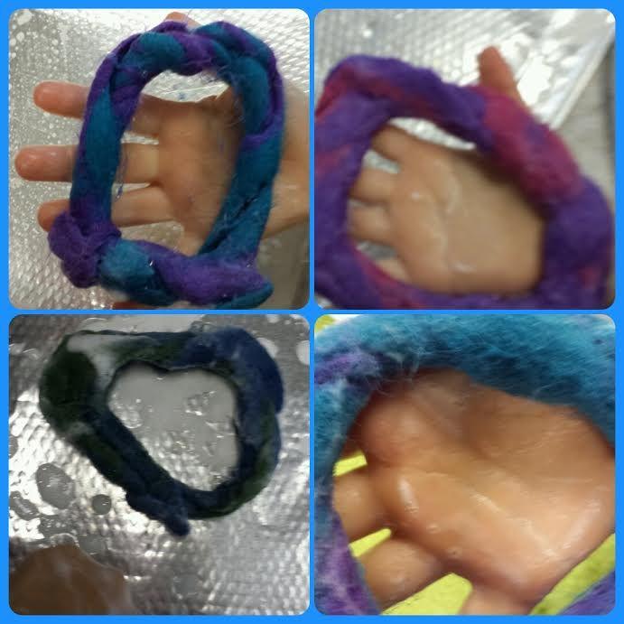 Vilten van armband door de kleuters van de VSD op de Dr.W. Dreesschool. Geweldig om te zien hoe ze reageren als ze hun Vilt zien veranderen tot een armband
