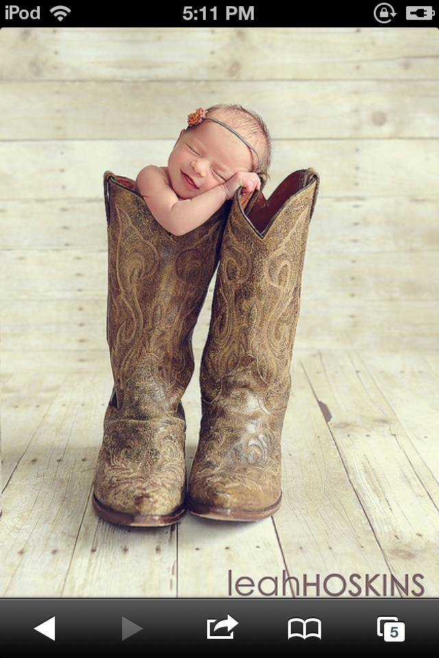 Baby girl in country boots:)
