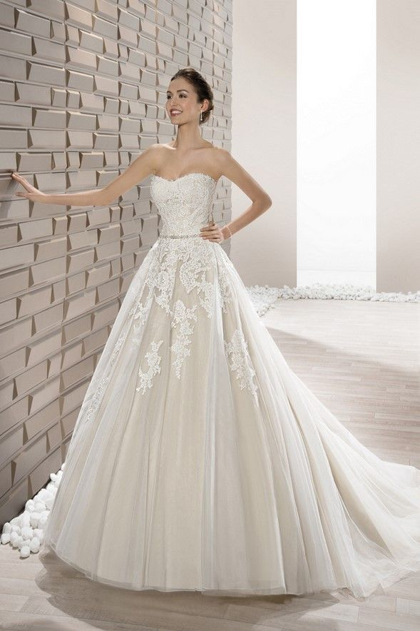 Νυφικά Φορέματα Demetrios 2017 Collection - Style 662