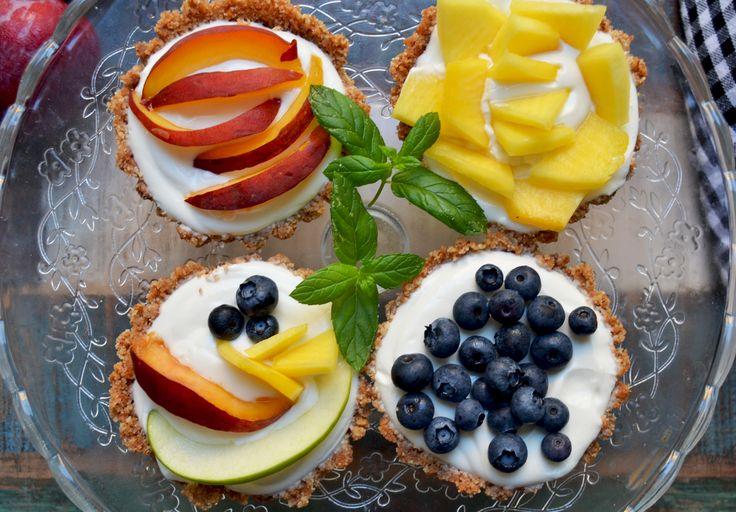 Crostatine alla frutta senza cottura  ---> https://robysushi.com/2015/08/07/crostatine-alla-frutta-senza-cottura/