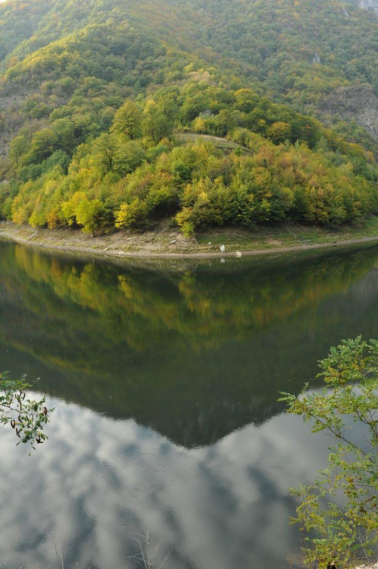 Valea Cernei, Adrian Per