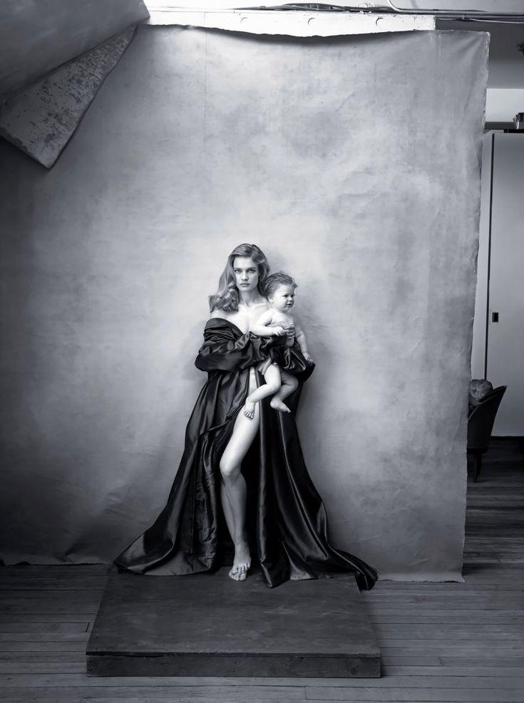 Annie Leibovitz | Pirellis' 2016 Calendar Replaces Sexy Stars With Influential Women