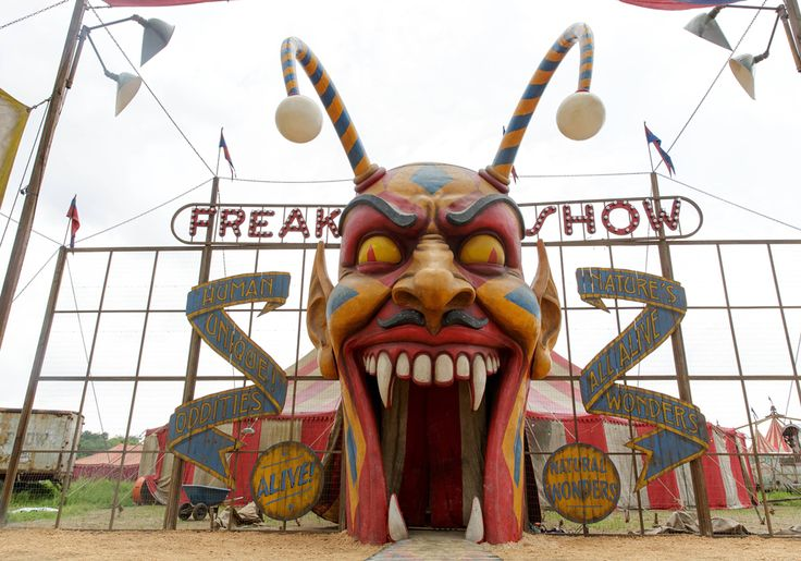 "Watch BuzzFeed's exclusive teaser for American Horror Story: Freak Show, premiering Oct. 8 at 10 p.m. on FX. | The 5 Most Amazing Moments In The New ""AHS: Freak Show"" Trailer"