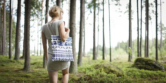 Saana ja Olli's Yö metsässä -pattern (lit. A Night in the Forest) tells a story about life in the forest. It tells about communication between people and their surroundings, based on mutual aid and respect. All Saana ja Olli products are made from durable European 100% hemp fabric and manufactured transparently in Southwestern Finland. [ Model: Anna | Photos: Unto Rautio ► http://www.untorautio.com/ | Location: Paattinen, Finland ]