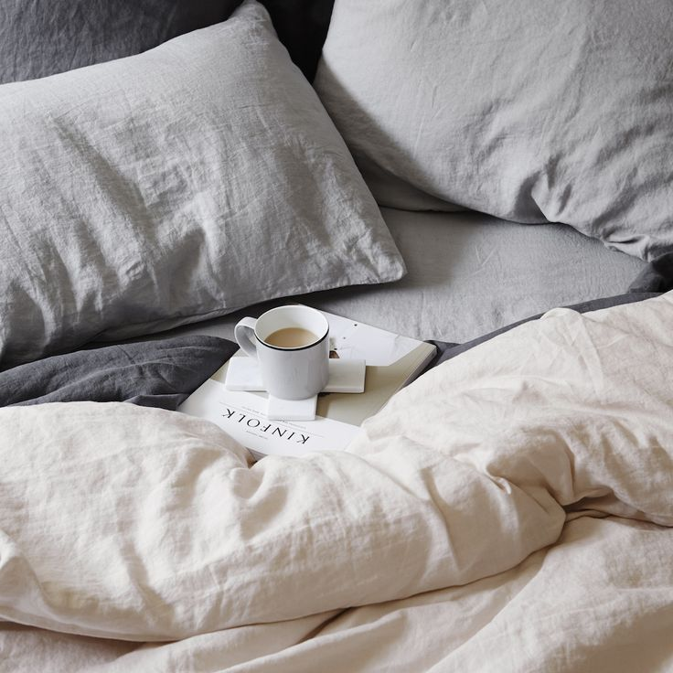 Linen duvet cover in Blush, Pillowcases and sheet in smoke grey, from CULTIVER