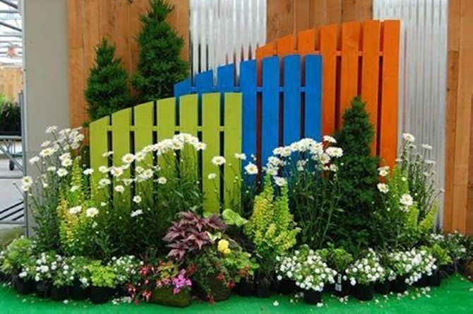 Using the wood pallet in several garden décor ideas has been the most common thing, we have applied the pallet wood in various garden décor ideas and it does the job in a pretty perfect manner. Just like the way we did here in this specific project.