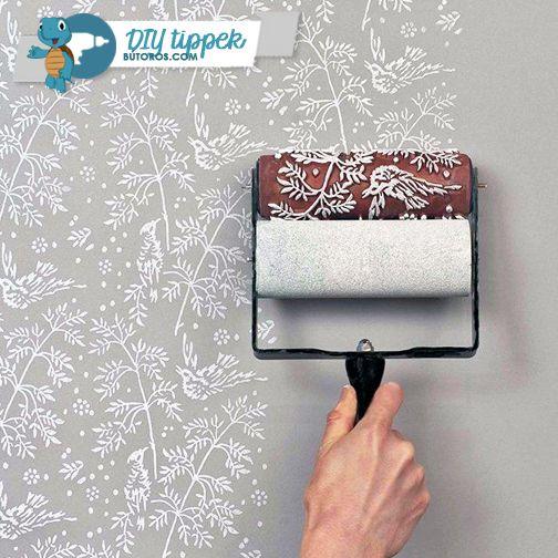 LÉGY LEHENGERLŐ!  Unod a szürke tapétát és a fehérre mázolt falakat? Dobd fel egy izgalmas mintával az egyszínű felületeket! Használj mintás festőhengert - a legtöbb dekorboltban beszerezheted, de akár magadnak is készíthetsz otthon. #diytippek #falfestés #dekoráció