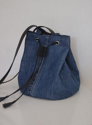 Très tendance, le sac seau est à la fois original et pratique grâce à sa grande ouverture qui permet de bien visualiser le contenu du sac.  Réalisé en jean recyclé et doub - 16652428