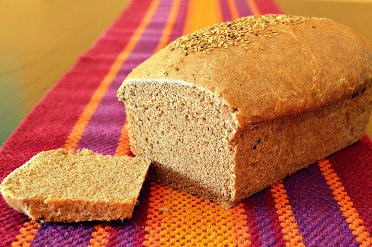 El aroma a pan casero recién horneado es algo que se tiene que experimentar, al menos, una vez en la vida. En casa somos consumidores de pan y hace tiempo que hacemos el nuestro. No sólo es más eco…