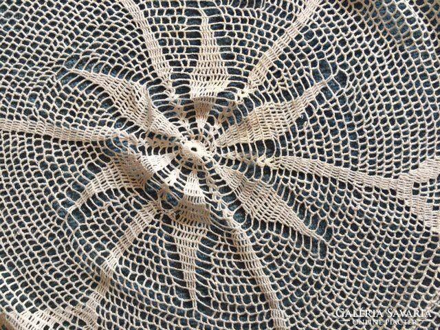Csipke terítő kör alakú asztalra