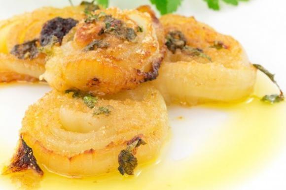 Le cipolle gratinate al parmigiano sono un contorno che si prepara in pochi minuti ma che sarà davvero ottimo. Ecco la ricetta