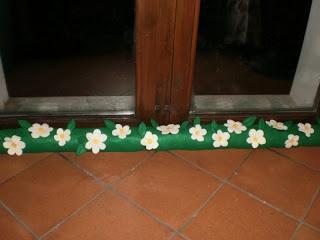 cuciblog: Paraspifferi prato fiorito. Tutorial / Boudin de porte fleuri. Tutoriel