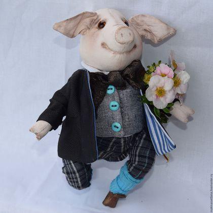 Купить или заказать Мадам свинья и ее спутник . Веселые свинки в интернет-магазине на Ярмарке Мастеров. Свинки продаются парой. Сшиты из бязи в технике грунтованный текстиль.