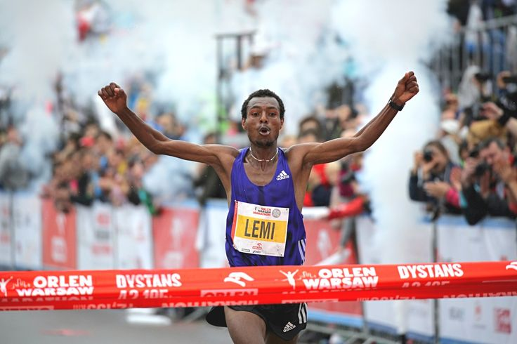 Lemi Hayle Berhanu - zwycięzca królewskiego dystansu podczas imprezy ORLEN Warsaw Marathon 2015.