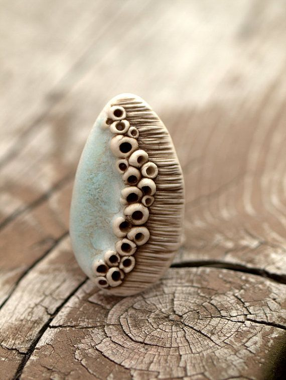 Cluster bague champignon - brun foncé, aqua et Ivoire. Funky et à la mode.