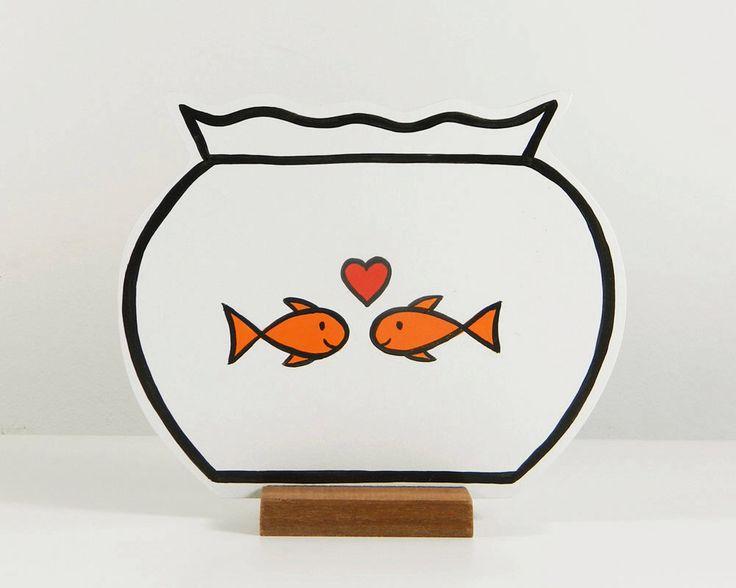 Houten vissenkom met 2 verliefde vissen door rosesarerednl op Etsy https://www.etsy.com/nl/listing/181926618/houten-vissenkom-met-2-verliefde-vissen