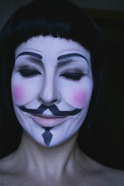 Stinkin awesome V For Vendetta makeup