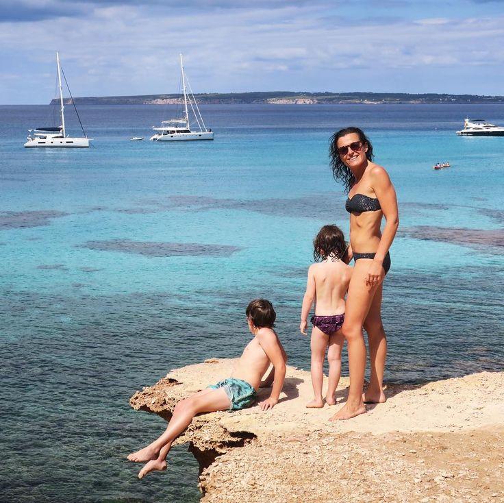 Je ne me lasse pas de cette île...c'est un paradis !! Et la bonne nouvelle c'est que les enfants en sont tombés amoureux eux aussi  #formentera #mediterranee #mediterranean #bleu #blue #baleares #vacances #holidays #famille #family #kids #mykids #maman #mum #mumlife #viedemaman #love #princessetamtam #primark #bobine . . I do not get tired of this island ... it's a paradise !! And the good news is that the children fell in love too
