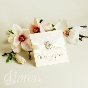 Výnimočné luxusné svadobné oznámenie z kvalitného bledokrémového výkresu vysokej gramáže s jemnými zlatými odleskami. #weddingcard #wedding  #invitation #fiores #fioressk