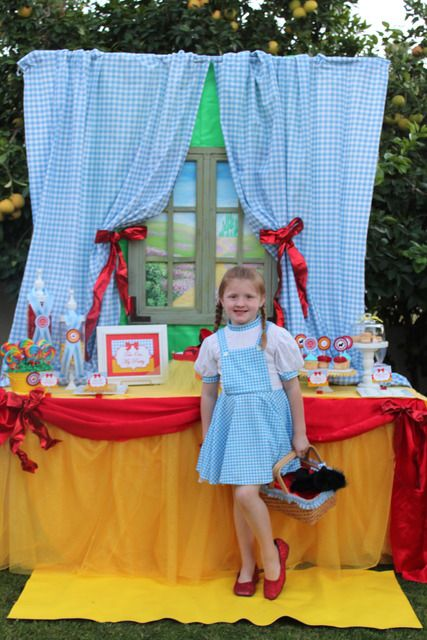 Wizard of Oz (love the backdrop and the details!)