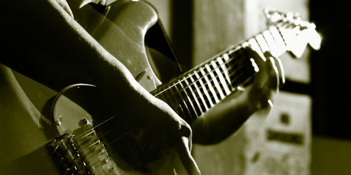 O mercado de música no Brasil para quem toca guitarra