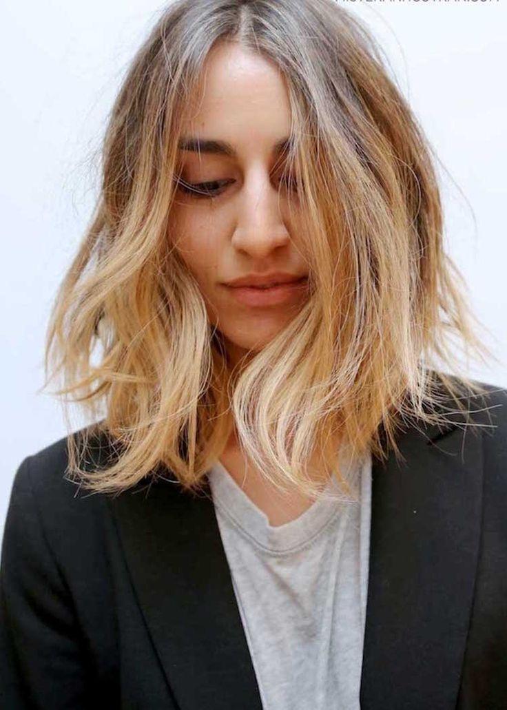 Plebiscité par de nombreuses femmes, le blond californien est parfait pour éclaircir les bases blond foncé à châtain clair. Les reflets dorés créés éclairent le teint et donne une bonne mine à une femme