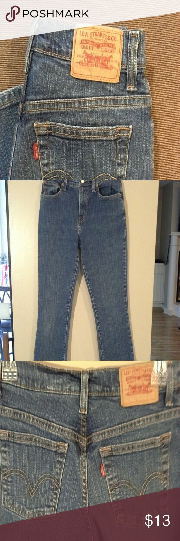 Levi's Excellent condition Relaxed bootcut 550.   (13297) Levi's Jeans Boot Cut