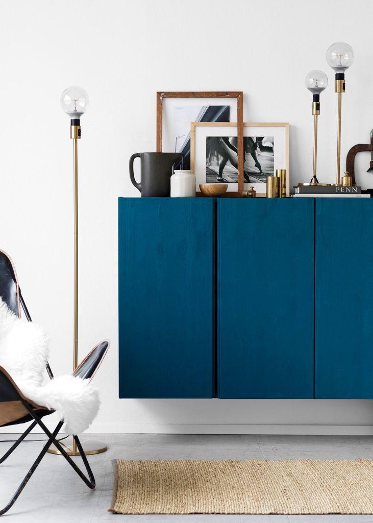 ikea m bel gestalten mehrere ikea ivar schr nke nebeneinander mit dunkelblauer farbe streichen. Black Bedroom Furniture Sets. Home Design Ideas