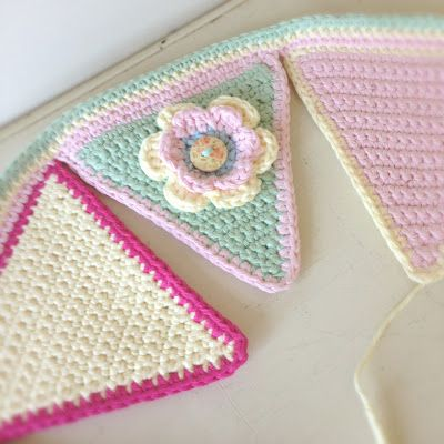 A World of Imagination: Summery Crochet Bunting..........