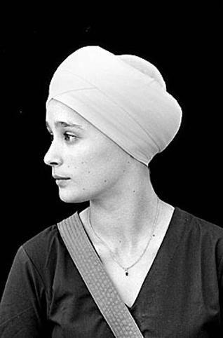 Sikh woman wearing a turban https://www.sikhchic.com/fashion/bucking_the_trend_women_in_turbans