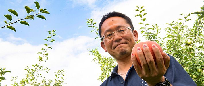 A Fukushima orchard has succeeded in growing peaches with almost 50% higher sugar content than the sweetest peaches on record. We visited with proprietor Furuyama Kōji, one of a group of young producers who are changing the face of agriculture in Japan.