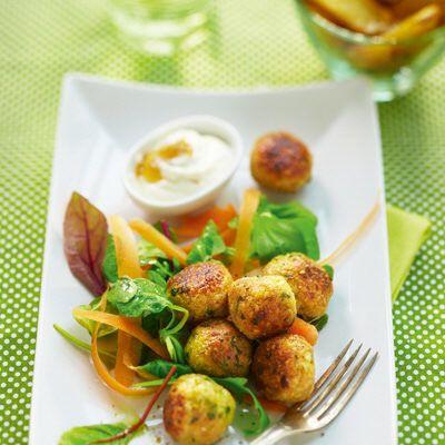 Cashewfrikadeller med chutneyyoghurt och potatis