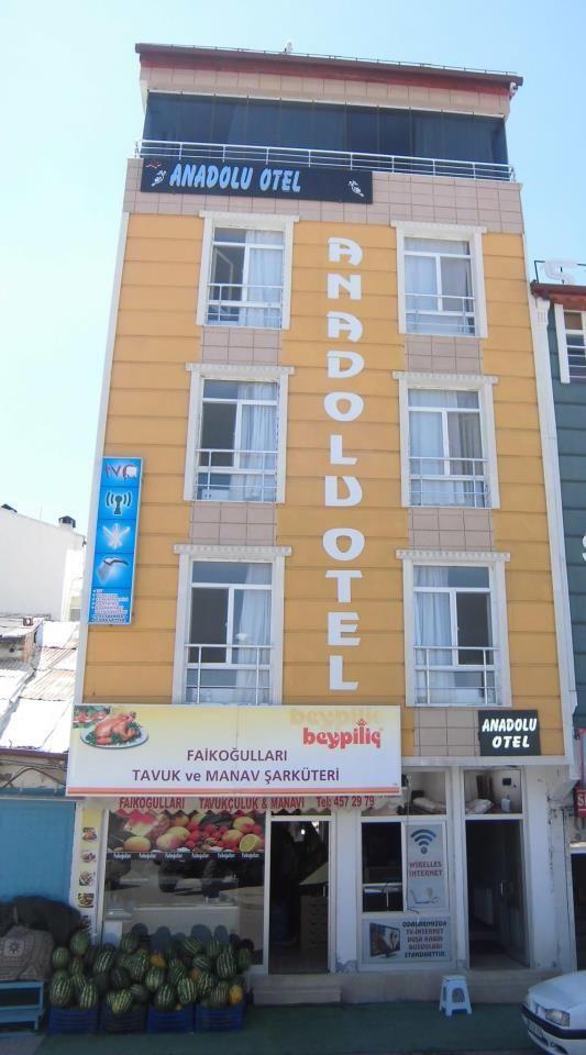 Kangal Anadolu Oteli; Kangal şehir merkezinde bulunur. 4 katlı otelde 20 oda mevcuttur. Odalar genel anlamda güzel ve temizdir. Ulaşımı kolay; rezervasyon imkanı her zaman açıktır. Kangal Balıklı K…