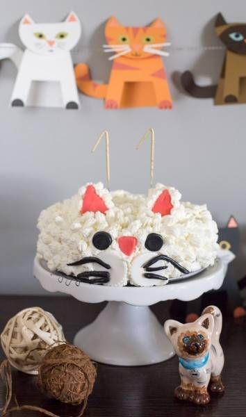 Torta de galletas de chips de chocolate y crema para la Fiesta de gatos