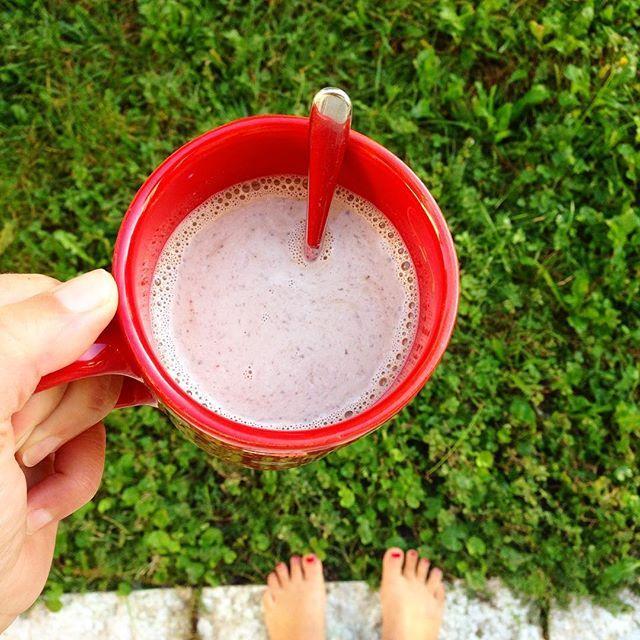 A piedi nudi in giardino, caffellatte e sole... sarà una domenica difficile, oggi cambio degli armadi. ☕️☀️🤘💪 . . . . .  #instapic #foodporn #coffee #sundaymorning #sunday #instagood #bloggalline #ifoodit #lamiacucinarossa #photooftheday #beautiful #happy #picoftheday #instadaily #amazing #igers #fun #summer #bestoftheday #october #instamood  Yummery - best recipes. Follow Us! #foodporn