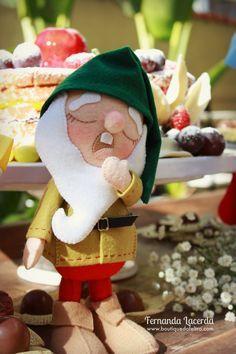 Branca de Neve e os Sete Anões em feltro O tema Branca de Neve e os Sete Anões é um dos mais pedidos para a decoração de Festas Infantis.