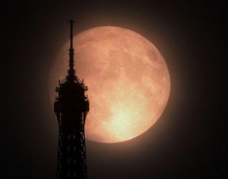 supermoon over paris: Eiffel Towers, Beautiful Moon, Super Moon, Eiffel Tower3, Full Moon, Supermoon, Saturday Night, Things Parisand, Parisand France